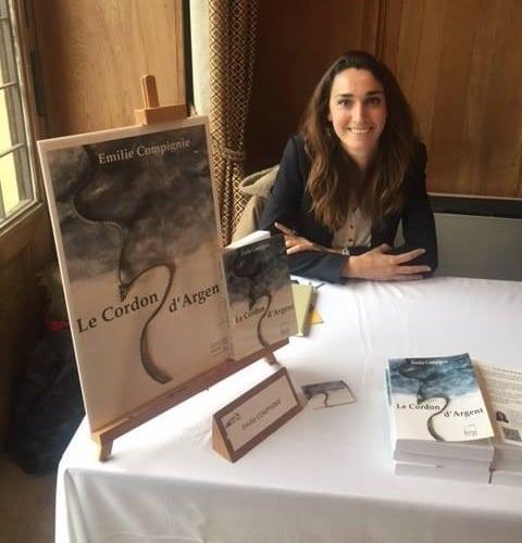 Emilie Compignie lors de la dédicace de son livre